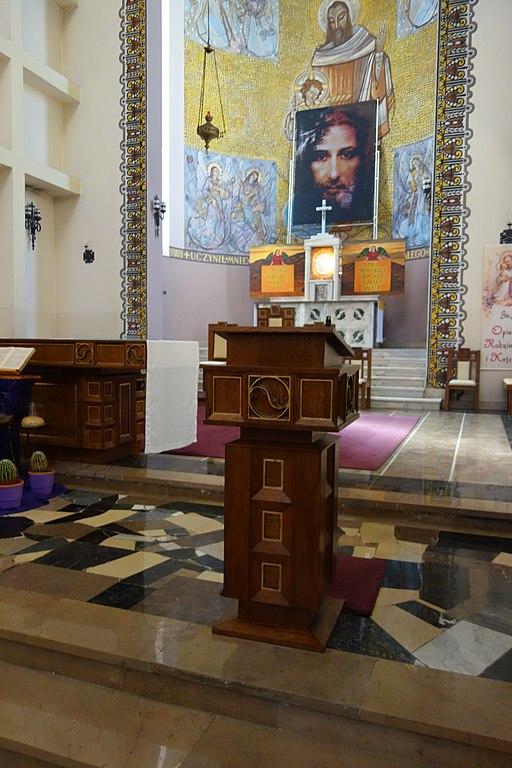 Kosciol Sw Jozefa i Jana od Krzyza pulpit