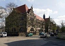Kreuzschule Hauptgebäude von Ecke Ermel.jpg