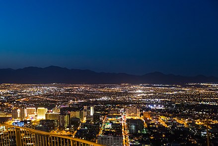 A view of the Las Vegas Valley looking north from the Stratosphere Tower Las Vegas at night (9118927988).jpg