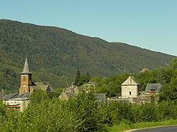 Le Falgoux est situé au pied du Puy-Mary, au cœur du parc des volcans d'Auvergne, dans le département du Cantal.jpg