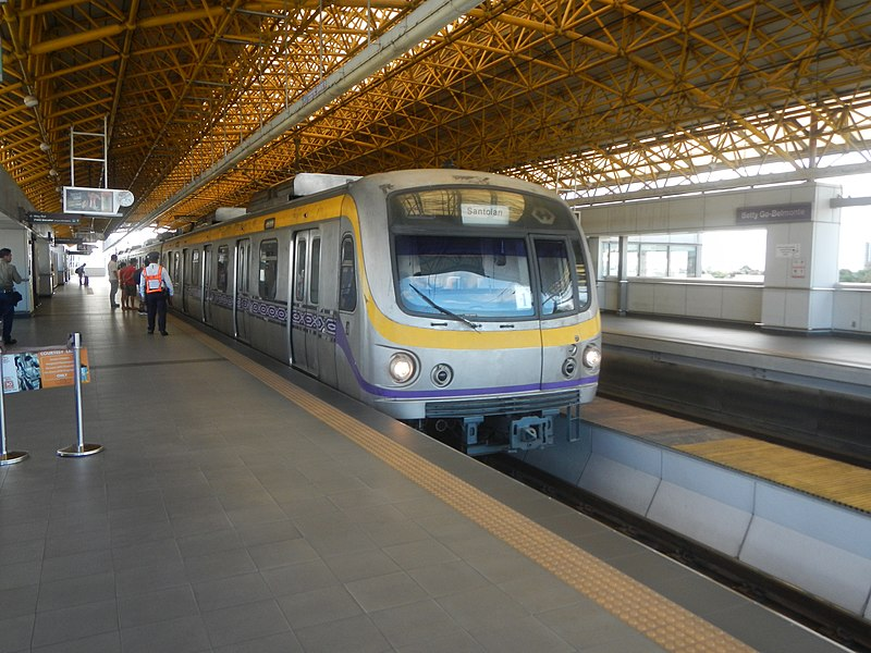 Photo of MRT 2 train bound for Santolan station.