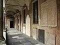 Lodi - cortile dei Canonici - portico.jpg
