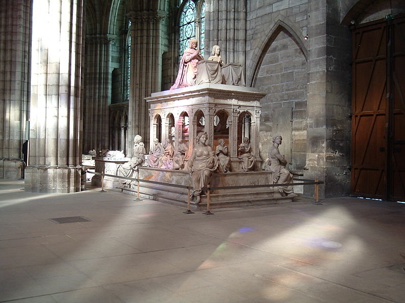 File:Louis et anne tomb.jpg