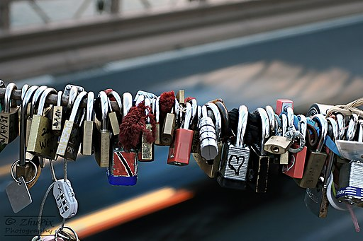 Love locks of the Brooklyn Bridge