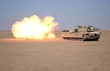 الدبابة 220px-M1A1_firing_main_gun_3