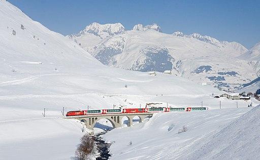 MGB HGe 4-4 II Hospental mit Glacier Express