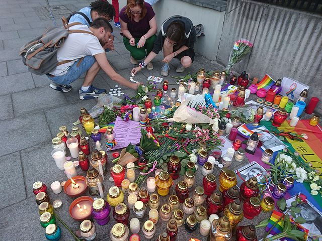MNW_Ambasada_3.jpg: For victims of Orlando shooting