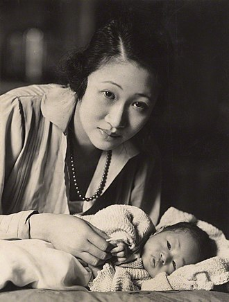 Wellington Koo - Madame Wellington Koo (née Hui-lan Oei) with baby