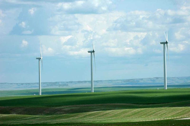 File:Magrath-Wind-Farm-Szmurlo.jpg