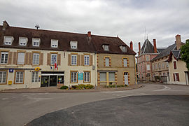 The town hall and museum in Beaulon