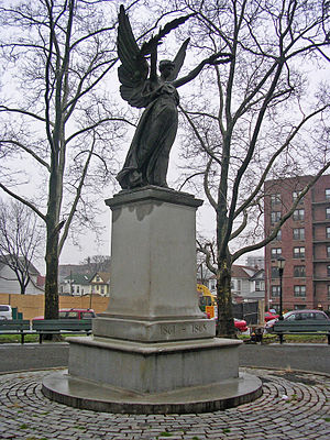 Jamaica, Queens - Frederick Ruckstull's Soldiers' and Sailors' Monument (1896) in Major Mark Park