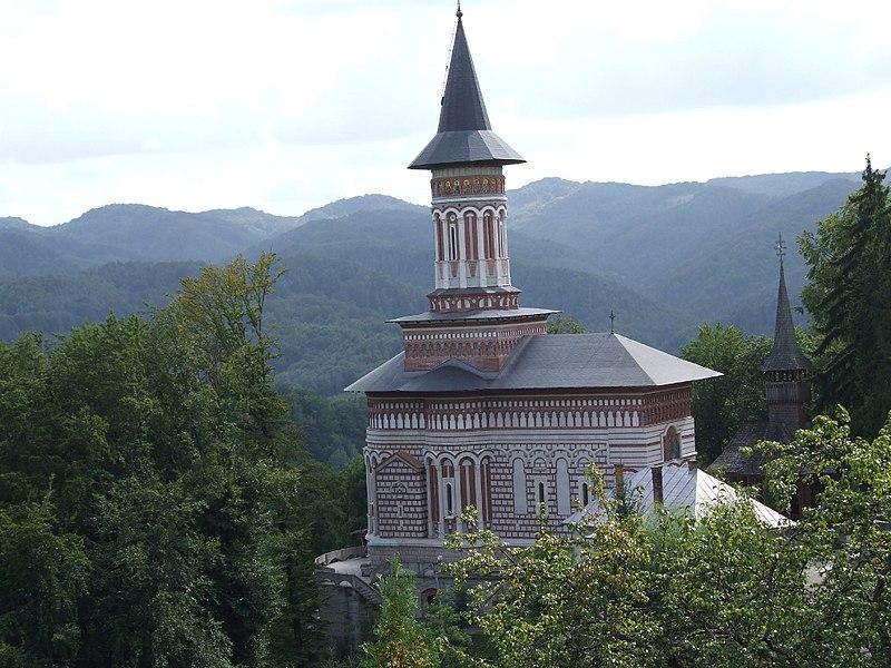 File:Manastirea Rohia exterior.jpg