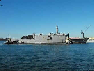 HMAS Manoora (L 52) - Image: Manoora tugboats 2