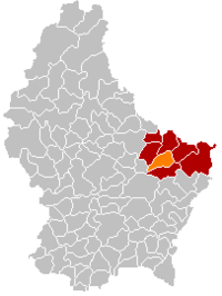Map of Luxembourg with کنسدورف highlighted in orange, the district in dark grey, and the canton in dark red