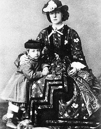 Prince Leopold, Duke of Brabant - Prince Leopold with his mother, Marie Henriette in 1864.
