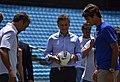 Mauricio Macri con Federer en la Bombonera (8285723550).jpg