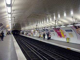 Pyramides (Paris Métro) - Image: Metro de Paris Ligne 7 Pyramides 01