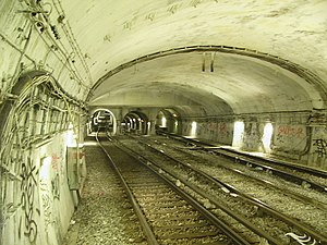 Paris Métro Line 10 - In the middle, intersection tracks towards line 4 to the west of the station Cluny – La Sorbonne.