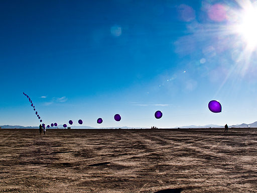 Mile long string of baloons (6034077499)