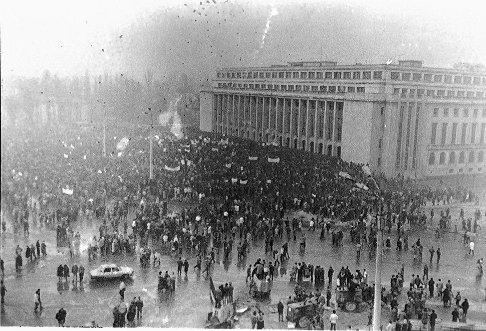 Mineriad in early 1990 Bucharest Palatul Victoriei2