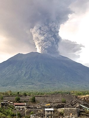 Mount Agung - Mount Agung erupting, pictured on November 27, 2017