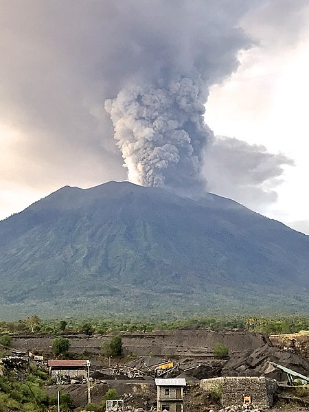 File:Mount Agung, November 2017 eruption - 27 Nov 2017 02.jpg