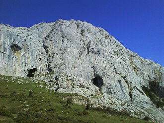 Urkiola Natural Park - Partial view of the south wall of Mugarra where most of the nests of vultures in the park are located.