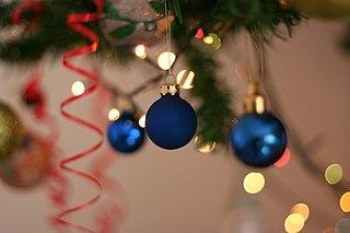 https://upload.wikimedia.org/wikipedia/commons/thumb/f/f1/New_Year_Ornaments_%282%29.JPG/320px-New_Year_Ornaments_%282%29.JPG