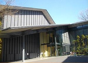 Nezu museum entrance tokyo 2014.jpg
