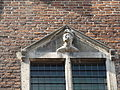Nijmegen - Eén van de achttien hoofden gemaakt door Martinus van Dijk op de gevel van het Stadhuis aan de Burchtstraat 16.jpg