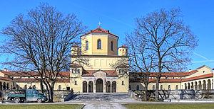 Nordfriedhof (Munich) - Chapel (centre), mortuary (left)