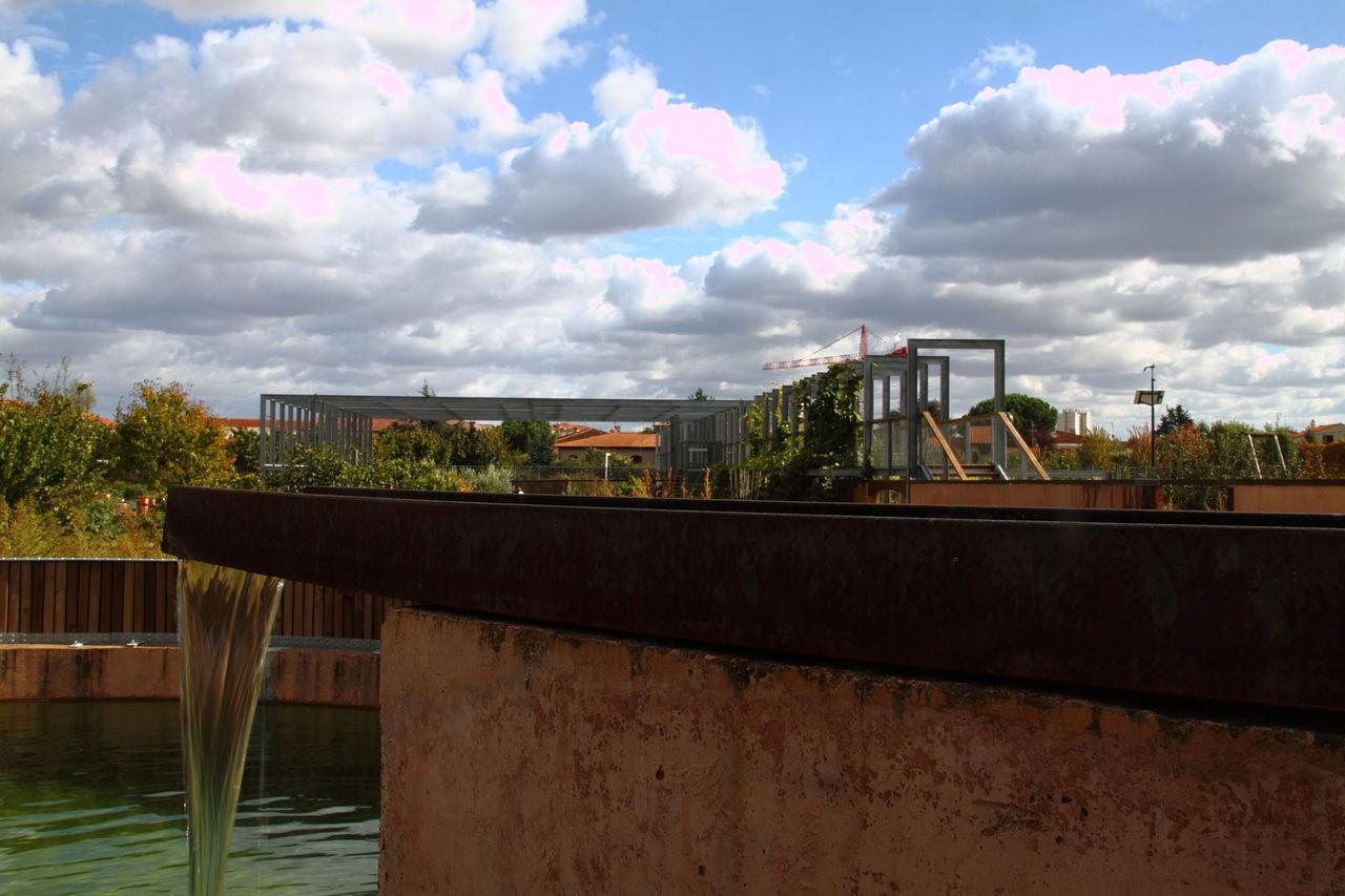 File:Noria, jardins du muséum de Toulouse bassin.JPG ...