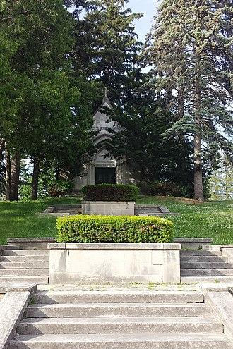 Oakdale Memorial Gardens - Image: Oakdale Cemetery W. D.Petersen mausoleum