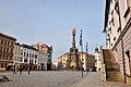 Olmuetz, Oberring mit Dreifaltigkeitssaeule, Rathaus und Brunnen (38615958701).jpg