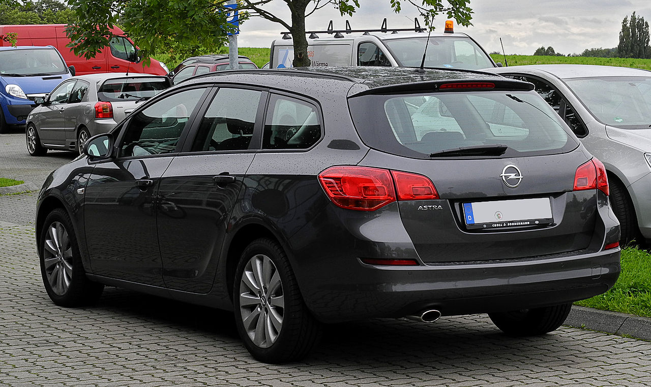 file opel astra sports tourer edition j heckansicht 28 august 2011. Black Bedroom Furniture Sets. Home Design Ideas
