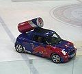 PKW Red Bull beim Eishockey.jpg