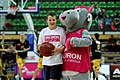PLK 17052014 Maskotka Tauron Basket Ligi Tauronek.jpg
