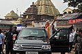 PM greets the people at Jagannath Temple, Odisha (24743897470).jpg