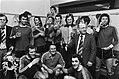 PSV tegen FC Twente 3-1, PSV kampioen trainer Rijvers zijn ploeg en champagne, Bestanddeelnr 929-6625.jpg