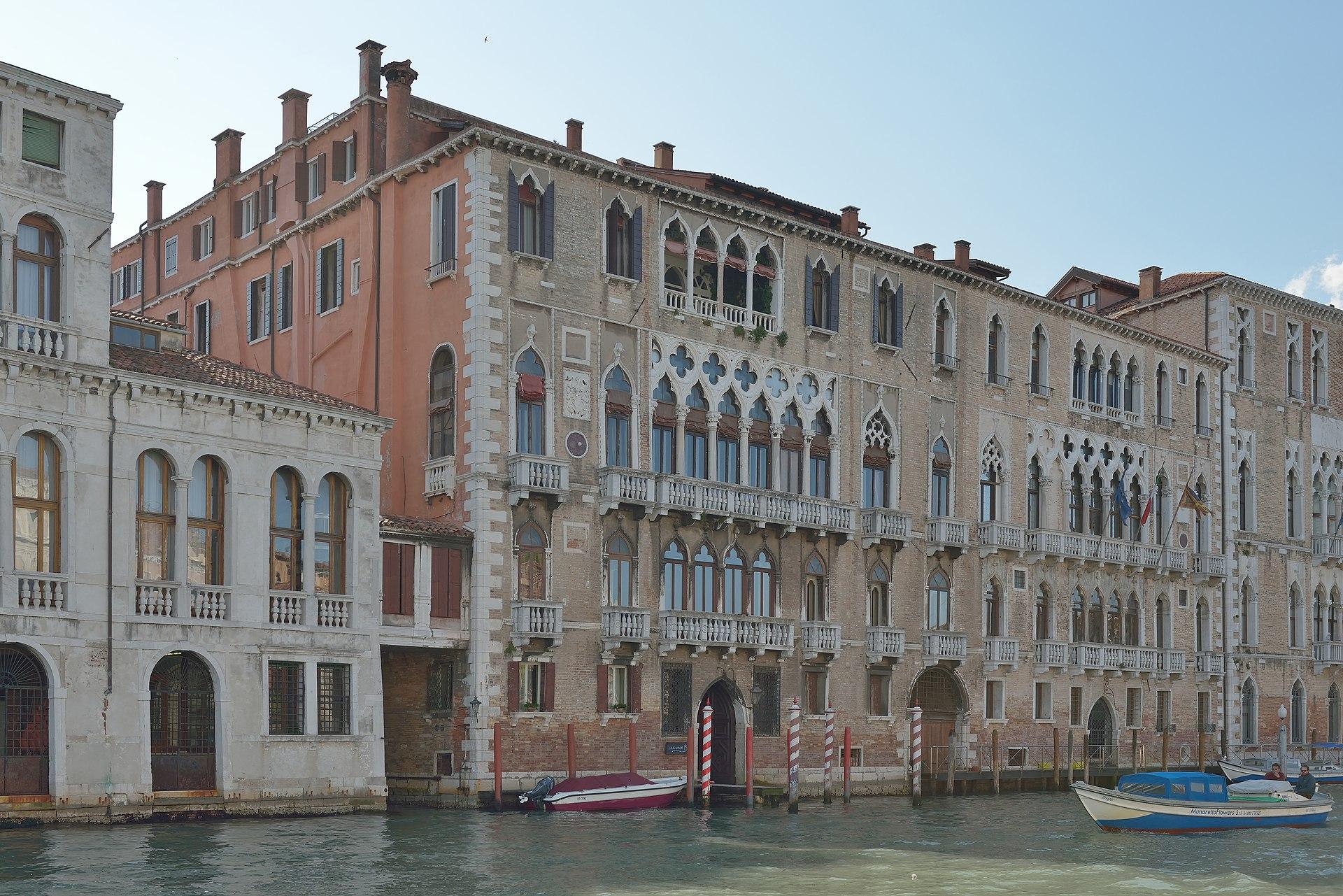Une comtesse des ténèbres, par Pierre Kalmar 1920px-Palazzo_Giustinian_Canal_Grande_Venezia