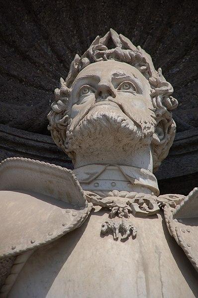 http://upload.wikimedia.org/wikipedia/commons/thumb/f/f1/Palazzo_Reale_di_Napoli_-_Carlo_V_d'Asburgo.jpg/398px-Palazzo_Reale_di_Napoli_-_Carlo_V_d'Asburgo.jpg