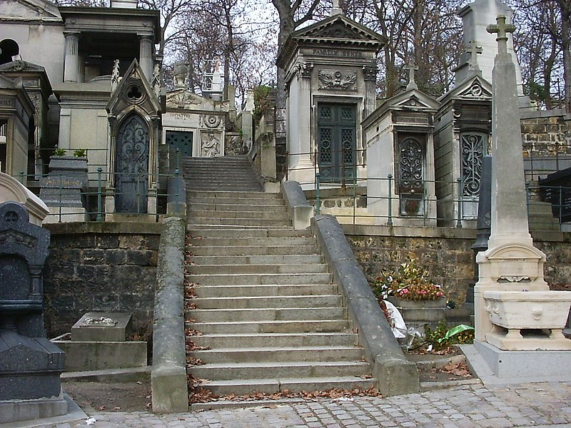 File:Pere Lachaise stairway.jpg