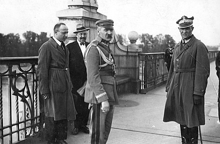 Pilsudski on Warsaw's Poniatowski Bridge during the May 1926 Coup d'Etat. At the right is General Gustaw Orlicz-Dreszer. Pilsudski on Poniatowski's Bridge.jpg
