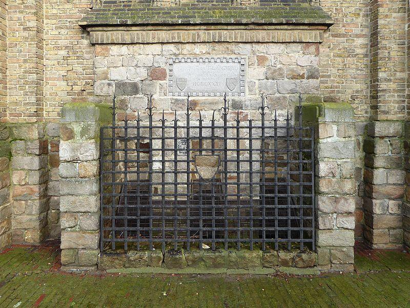 Pierre tombale du seigneur de Warneton Robert de Cassel en l'église Saints-Pierre-et-Paul