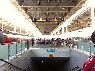 Qinhuangdao railway station - Platform of Qinhuangdao Station