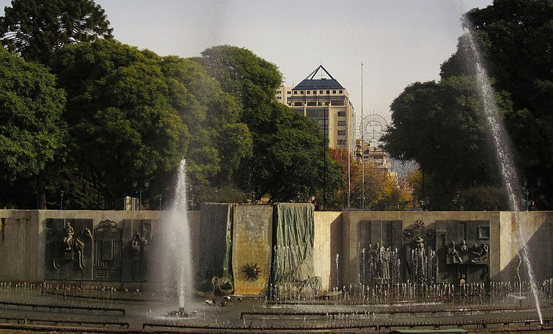 File:Plaza Independencia, la m�s grande e importante de la Provincia de Mendoza..JPG