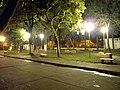 Plaza del Barrio El Bosque de noche (2) - panoramio.jpg