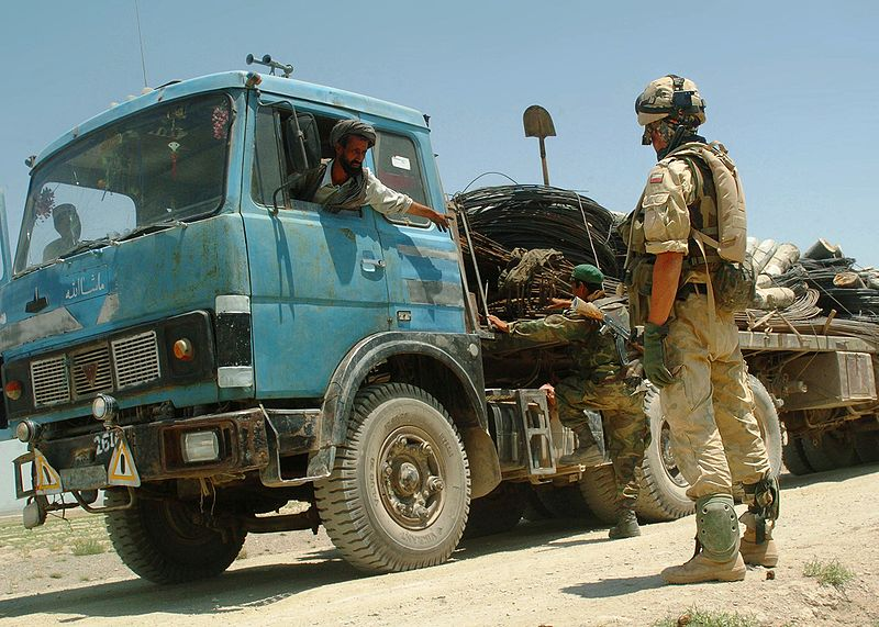 http://upload.wikimedia.org/wikipedia/commons/thumb/f/f1/Polish_soldier_at_a_vehicle_checkpoint_in_Afghanistan.jpg/800px-Polish_soldier_at_a_vehicle_checkpoint_in_Afghanistan.jpg