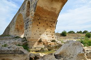 Pont Julien - Image: Pont Julien, a 3 BC Roman arch bridge over the Calavon river, built on the Via Domitia, France (14715047351)