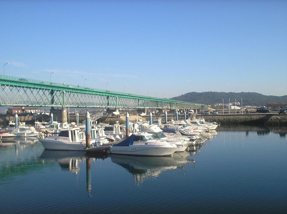 Ponte Eifel, o río en Viana do Castelo.